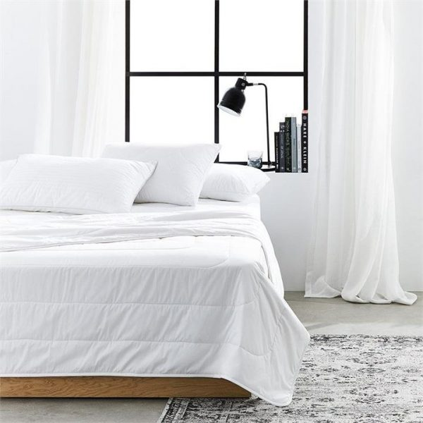 MiniJumbuk Ultralight Wool Cotton Quilt - White By Adairs